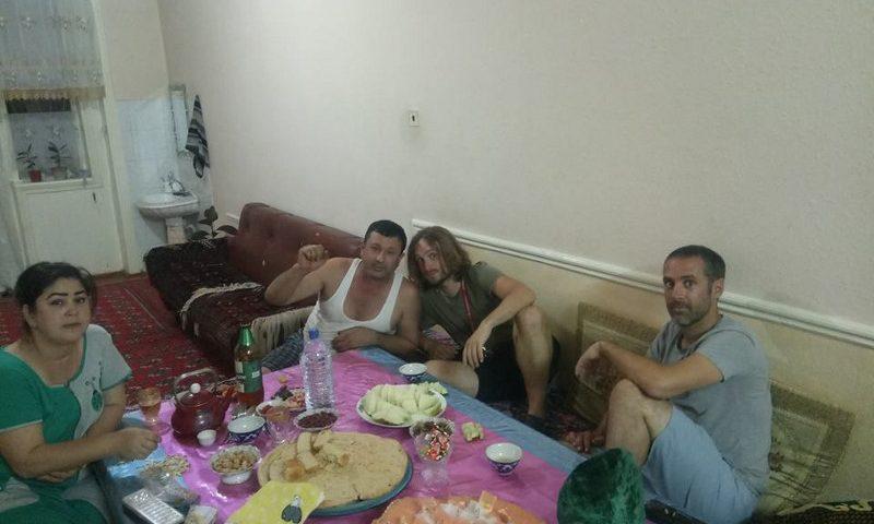 Immagine di una cena a Khiva in Uzbekistan