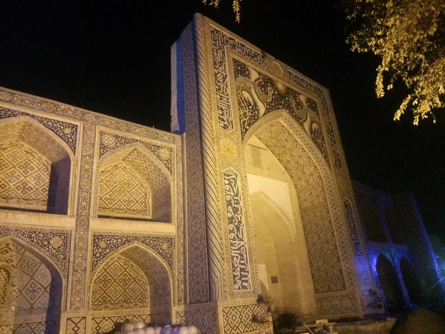 Immagine della Madrasa Nadir Divanbegi a Bukhara