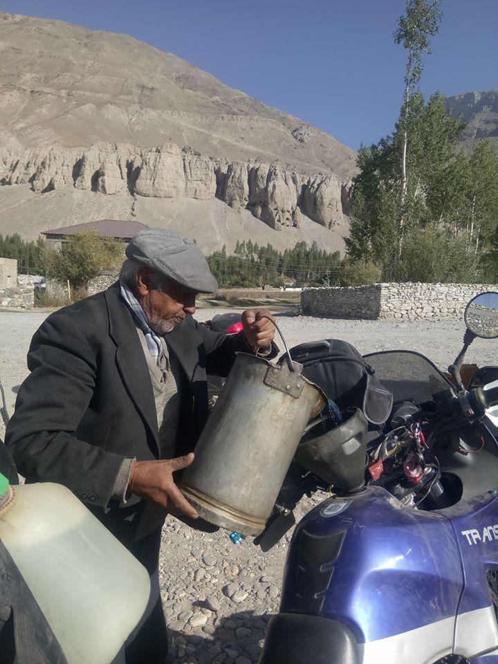 Immagine di un rifornimento di benzina in Tagikistan