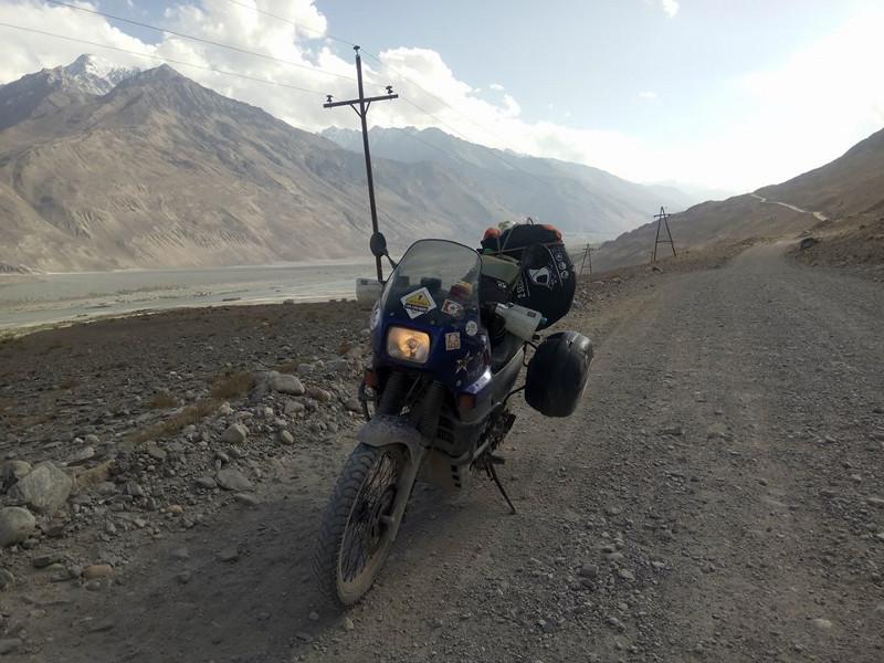 Immagine di una strada del Tagikistan